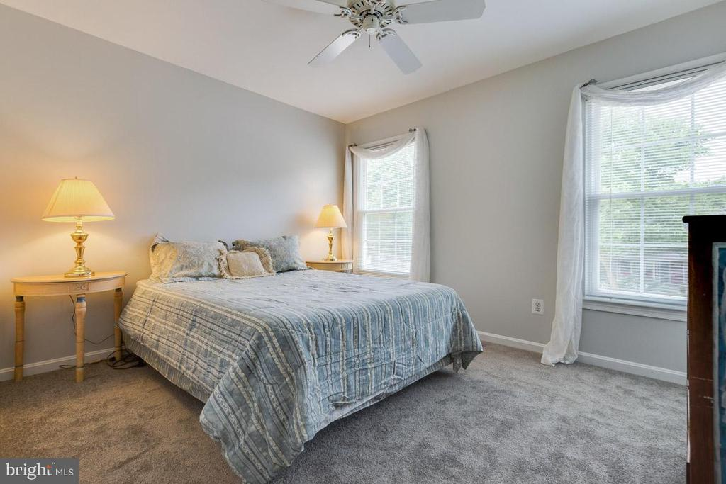 Second bedroom - large enough for queen bed - 6203 GENTLE LN, ALEXANDRIA