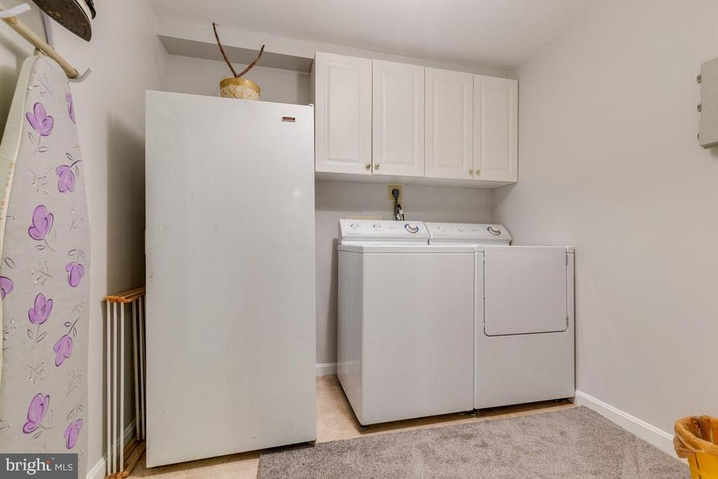 Freezer, washer and dryer all convey - 6203 GENTLE LN, ALEXANDRIA
