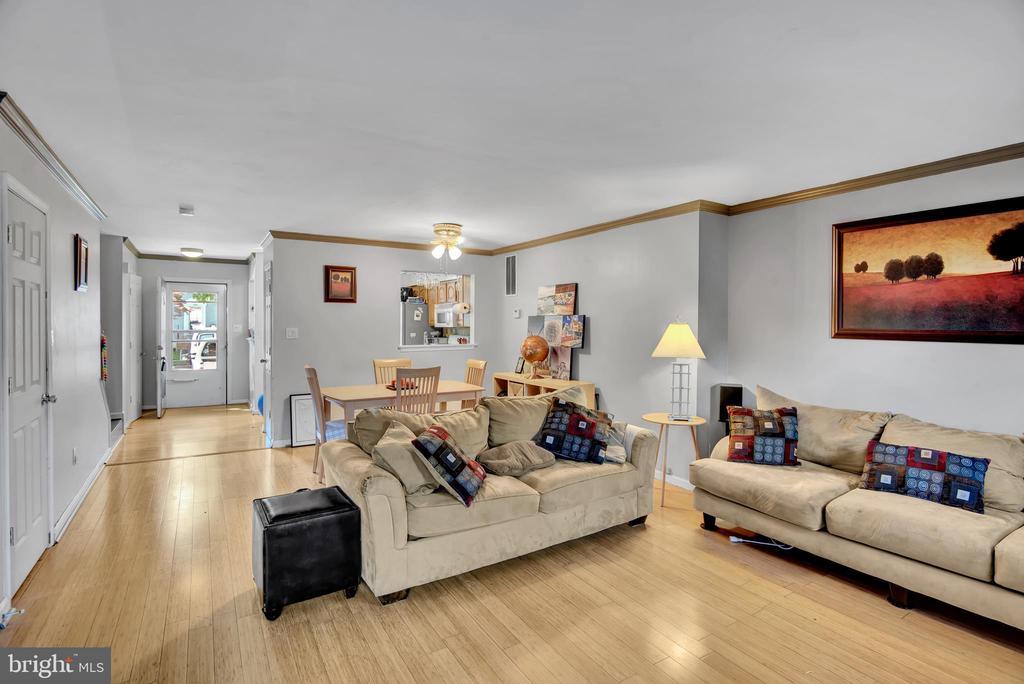 Living Room 4 - Looking toward Front Door/Foyer - 17892 LOUNSBERY DR, DUMFRIES
