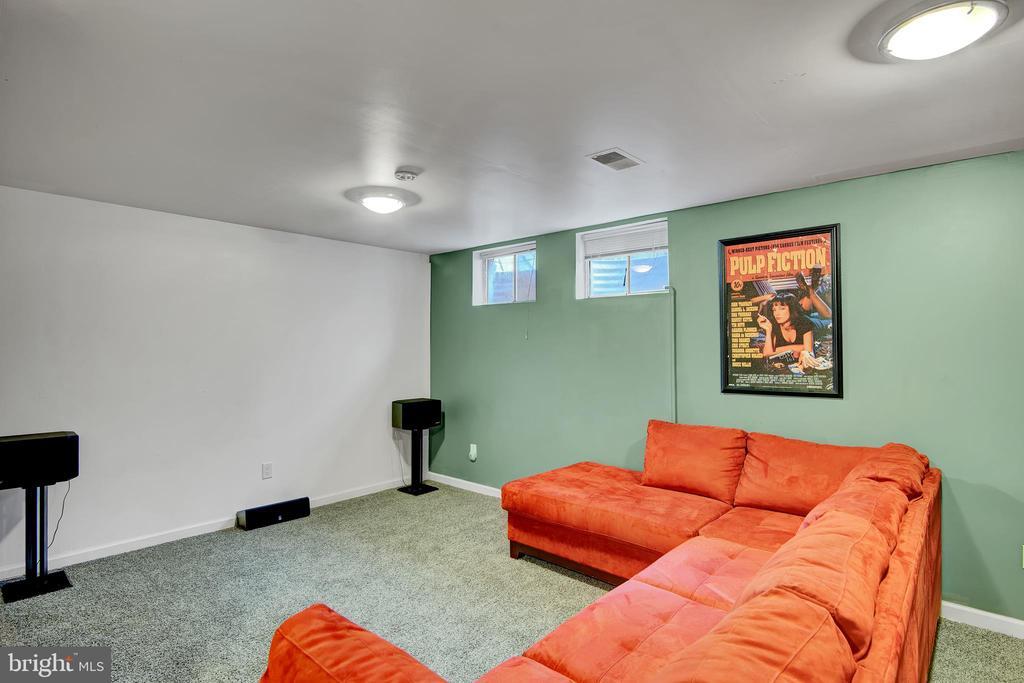 Basement 1 - Den (Movie Room) - 17892 LOUNSBERY DR, DUMFRIES