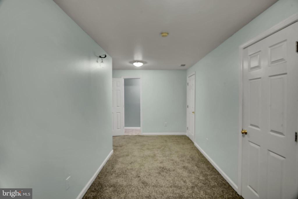 Basement 4 - Den - Looking toward Exercise Room - 17892 LOUNSBERY DR, DUMFRIES