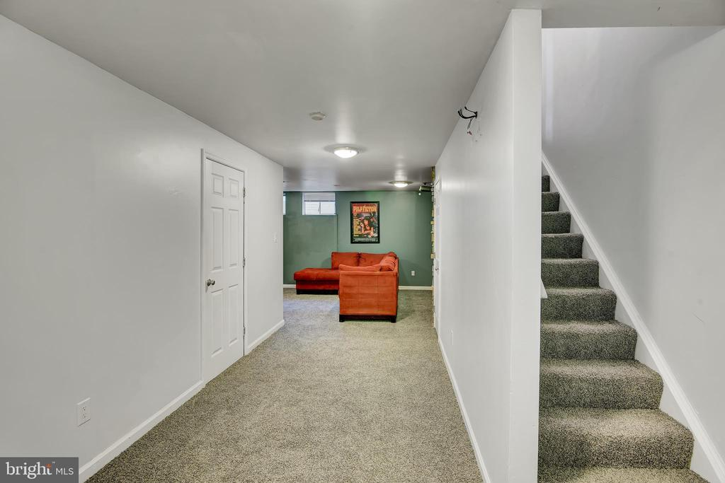 Basement 6 - Den - Looking toward Stairs & Den - 17892 LOUNSBERY DR, DUMFRIES