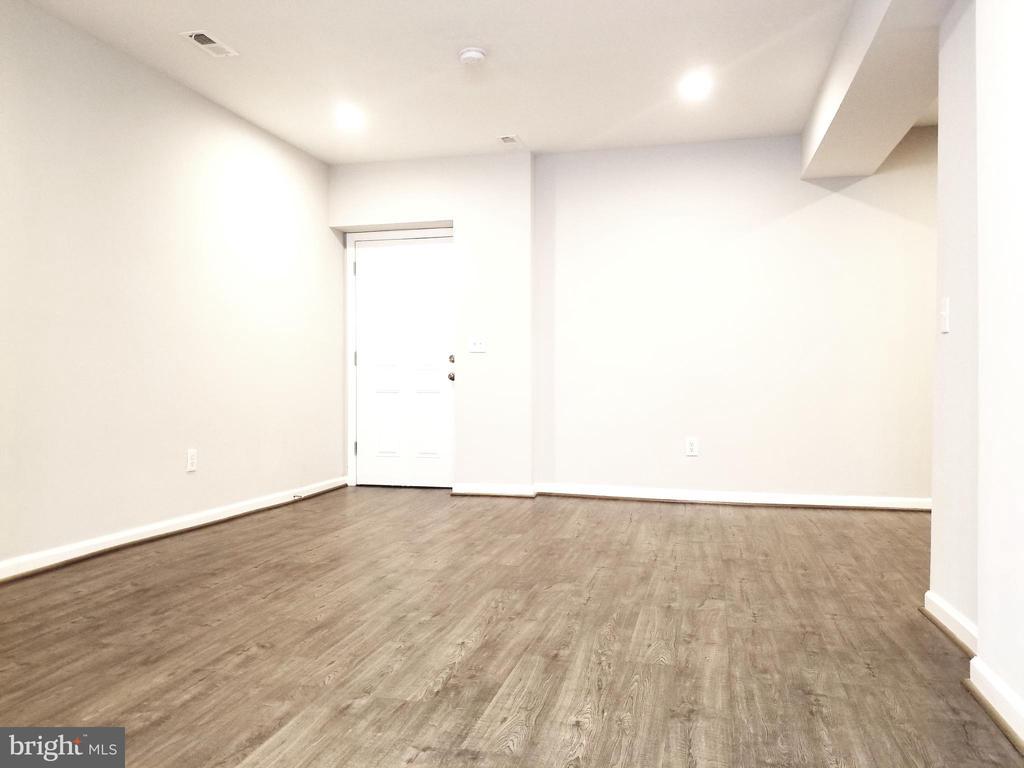 Lower Level Living Area - 1005 50TH ST NE, WASHINGTON