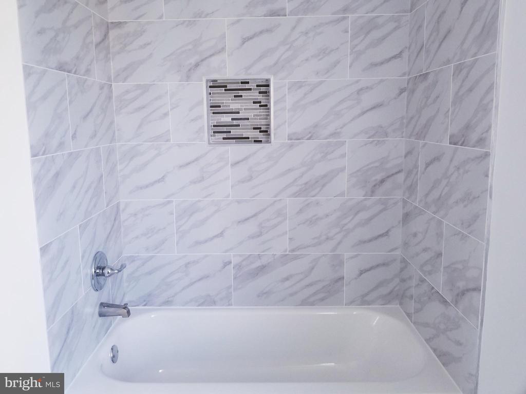 Up Stairs Hall Bathroom - 1005 50TH ST NE, WASHINGTON