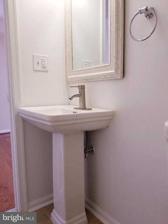 Main Level Bathroom - 1005 50TH ST NE, WASHINGTON