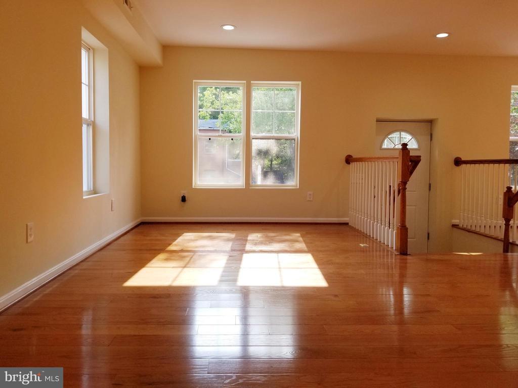 Living Area - 1005 50TH ST NE, WASHINGTON