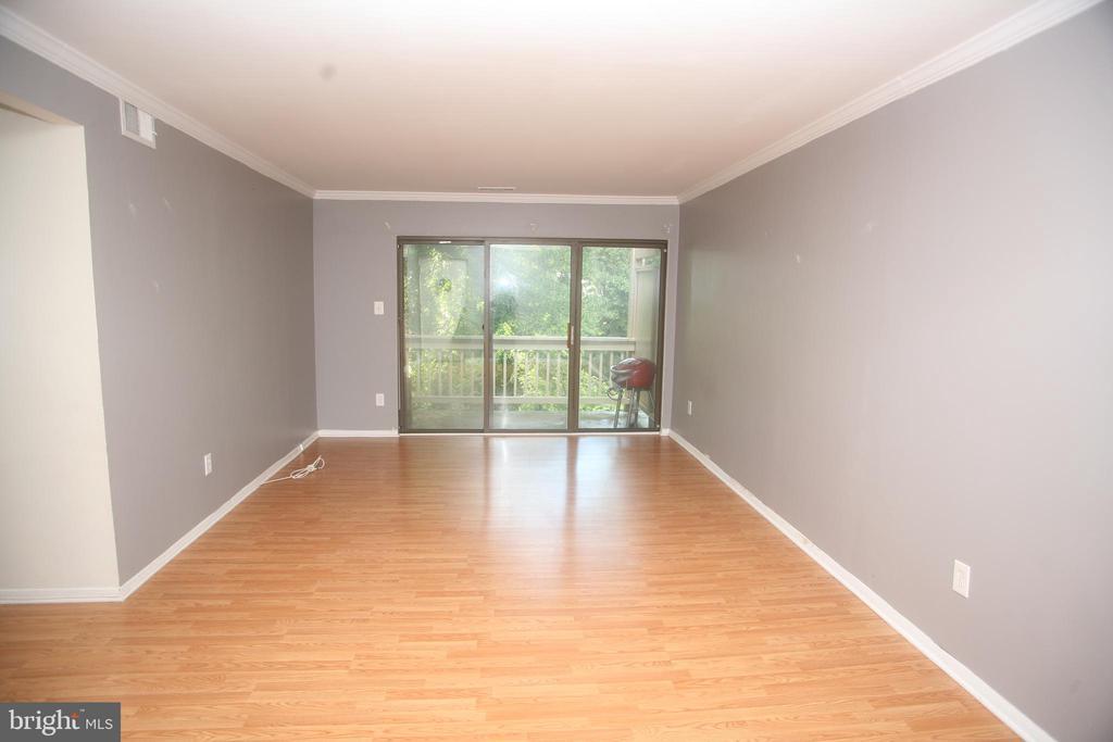 Living Room - 5818 ROYAL RIDGE DR #Q, SPRINGFIELD