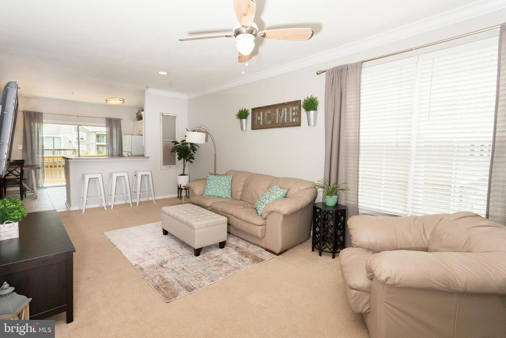 Bright and Open main level - 21849 GOODWOOD TER, ASHBURN