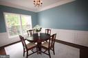 Sunny dining room overlooks back yard - 47429 RIVER FALLS DR, STERLING