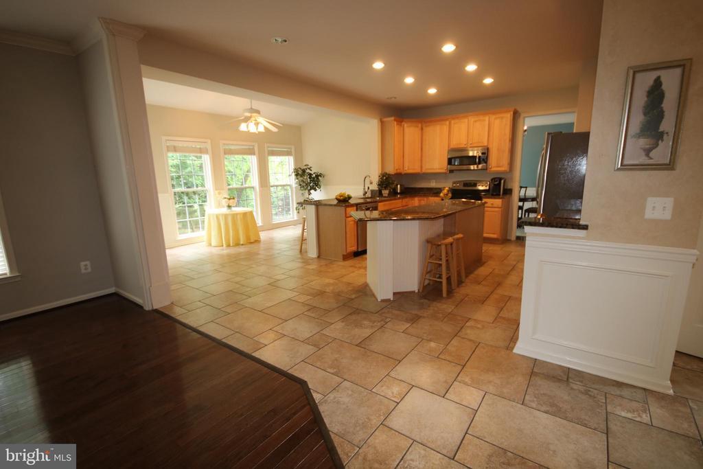 Wonderful floor plan for entertaining - 47429 RIVER FALLS DR, STERLING