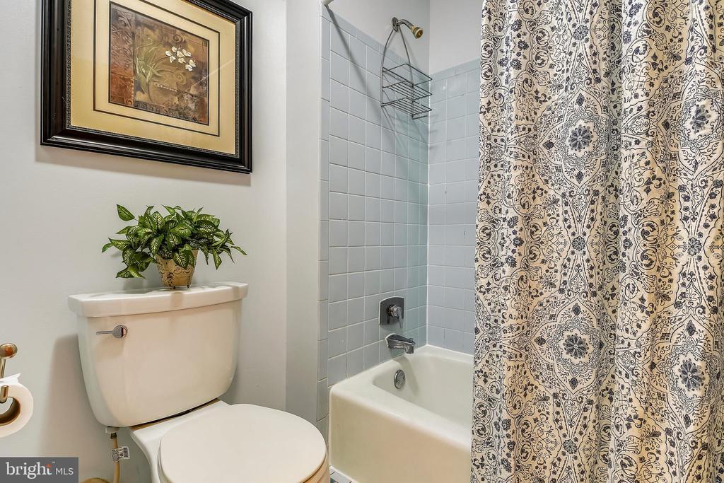 Main level Full bath - 15795 FAWN PL, DUMFRIES