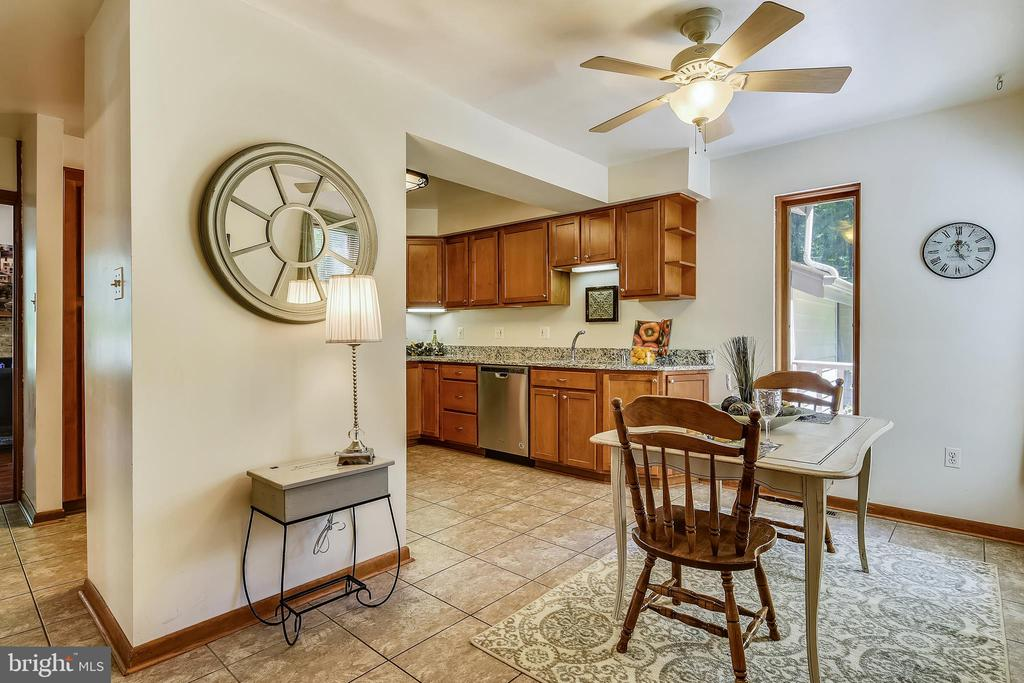 Enjoy breakfast looking out of the windows! - 15795 FAWN PL, DUMFRIES