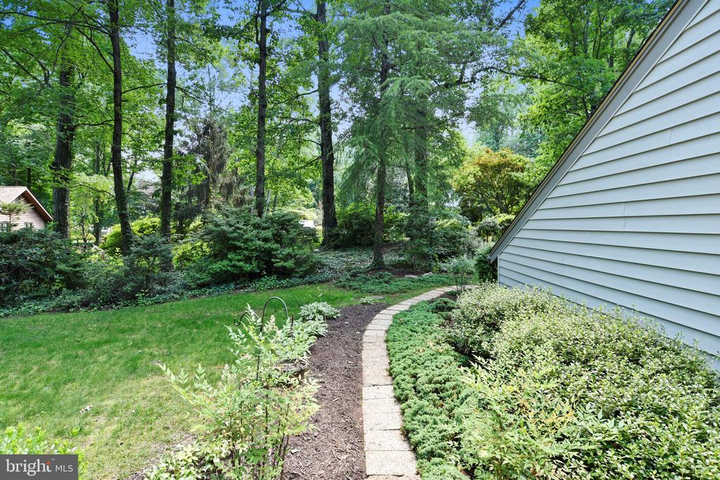 Walkway to the home-so serene - 15795 FAWN PL, DUMFRIES