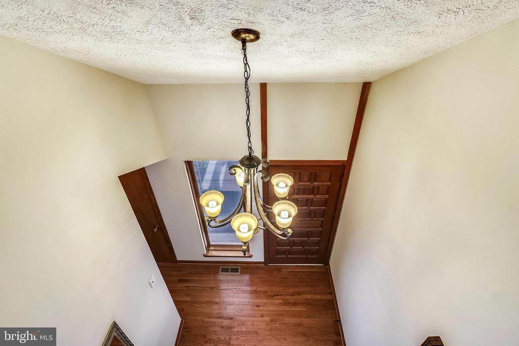 Walk upstairs to the master bedroom and bath - 15795 FAWN PL, DUMFRIES