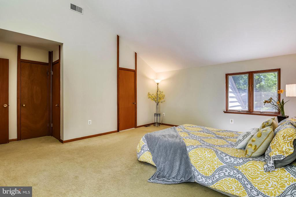 Master bath and large walk in closet included - 15795 FAWN PL, DUMFRIES