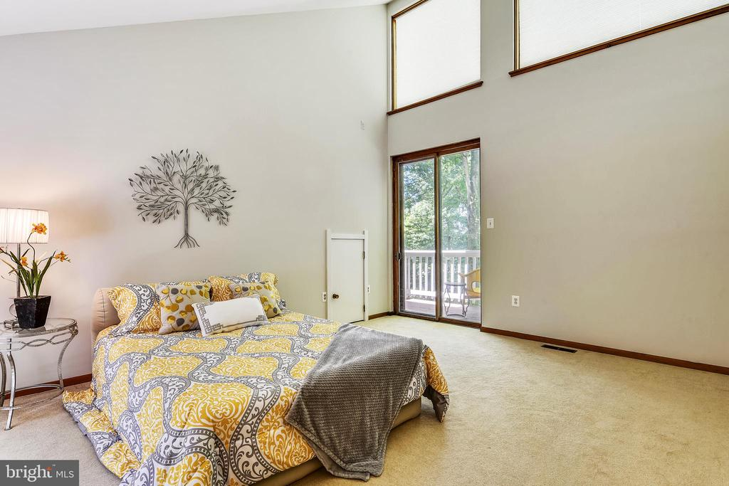 Master bedroom with vaulted ceilings - 15795 FAWN PL, DUMFRIES