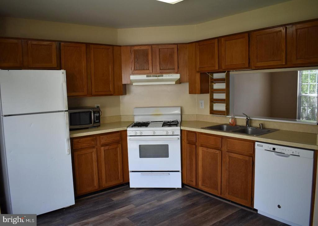 Large Kitchen with walk out to  fenced back yard - 12243 GRANADA WAY, WOODBRIDGE