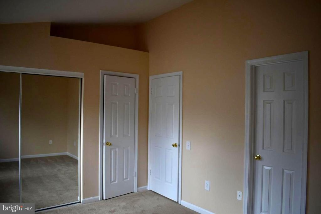Vaulted ceilings, new paint & carpet - 12243 GRANADA WAY, WOODBRIDGE