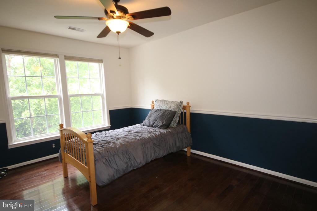 Fourth bedroom on upper level - 47429 RIVER FALLS DR, STERLING