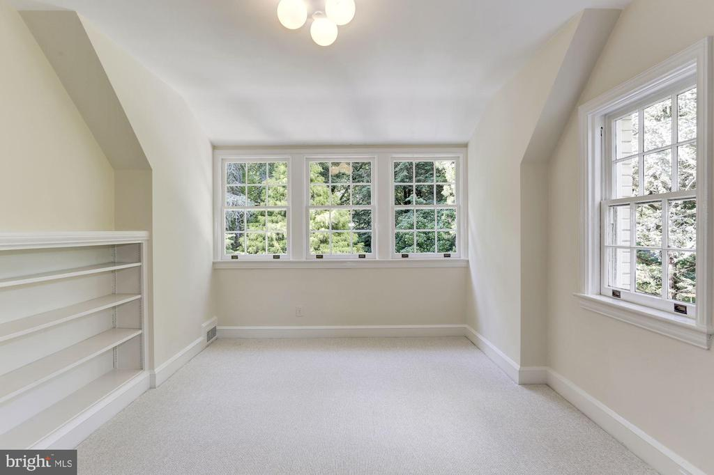 Finished Third Level Bedroom 5 with Full Bathroom - 4649 GARFIELD ST NW, WASHINGTON