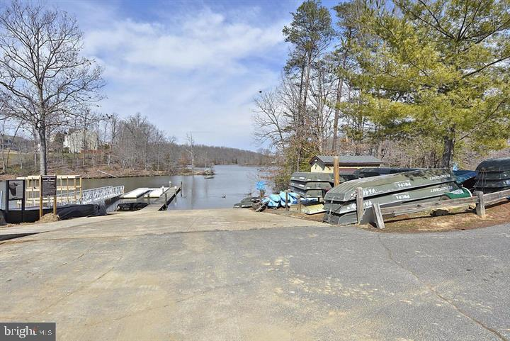 Enjoy nature on the Occoquan Reservoir - 12243 GRANADA WAY, WOODBRIDGE