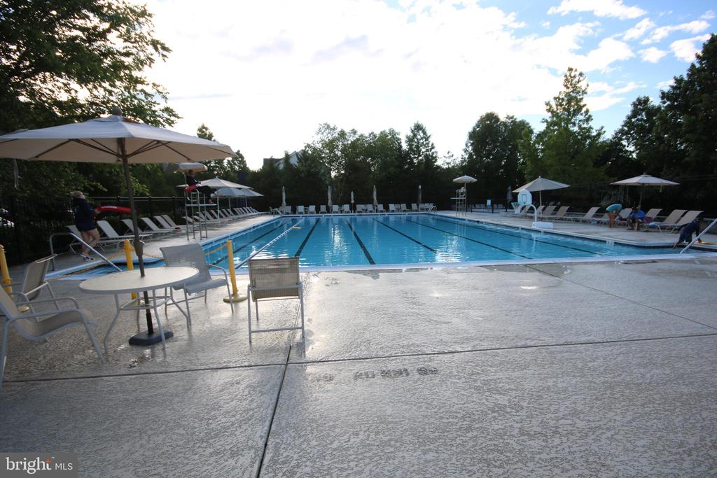 Community pool - 1 minute away from home. - 47429 RIVER FALLS DR, STERLING