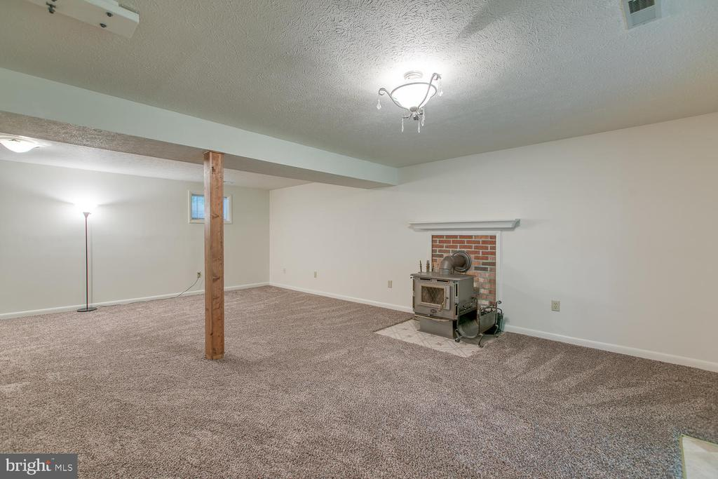 Large basement rec rm w/ wood stove! - 3802 RAYNOLD CT, FREDERICKSBURG
