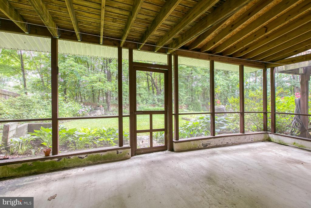 Screened porch off basement rec room! - 3802 RAYNOLD CT, FREDERICKSBURG