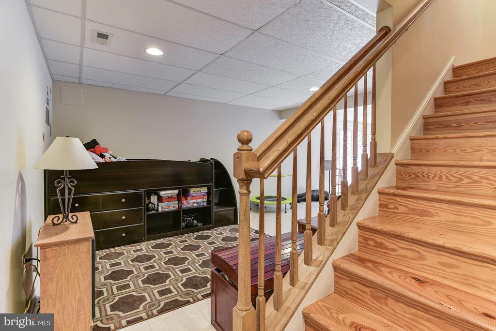 Lower Level stairway - 2256 WILCOM CT, IJAMSVILLE