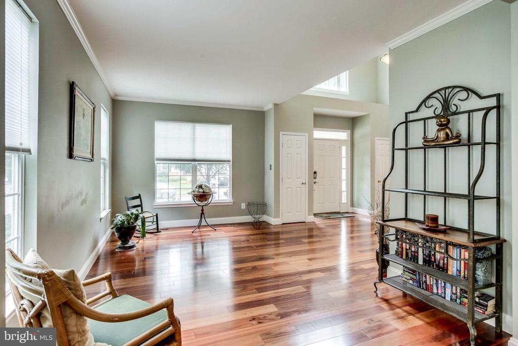 Formal living room - 43221 DARKWOODS ST, CHANTILLY