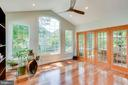 Sunroom leads to outdoor oasis - 43221 DARKWOODS ST, CHANTILLY