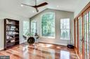 Sunroom with vaulted ceiling - 43221 DARKWOODS ST, CHANTILLY