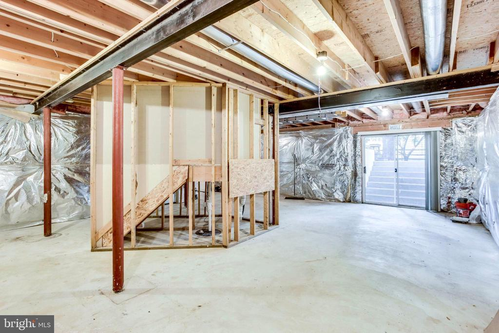 Lower level ready for your imagination. - 43221 DARKWOODS ST, CHANTILLY