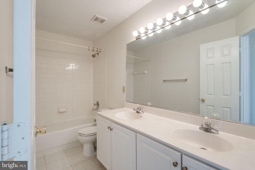 Dual Sink Vanity in Bathroom - 47383 DARKHOLLOW FALLS TER, STERLING