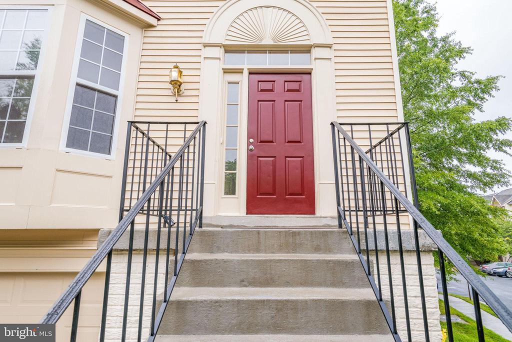 Front Entrance - 47383 DARKHOLLOW FALLS TER, STERLING