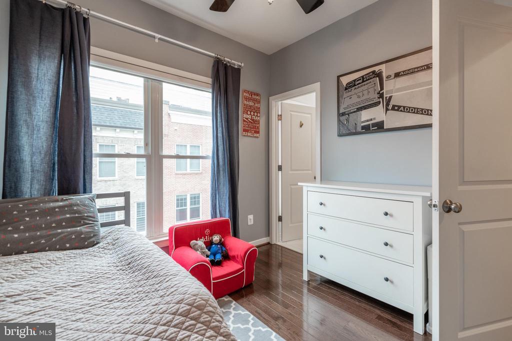 Custom window treatments convey - 3049 CHANCELLORS WAY NE, WASHINGTON