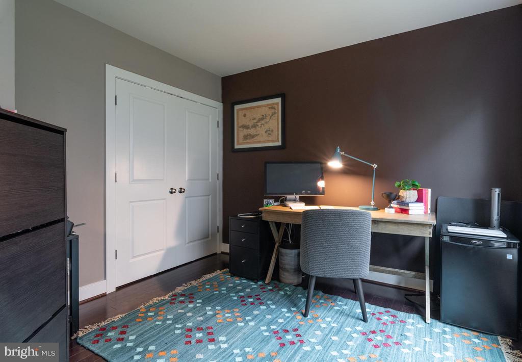 Ground floor office area with custom closet - 3049 CHANCELLORS WAY NE, WASHINGTON