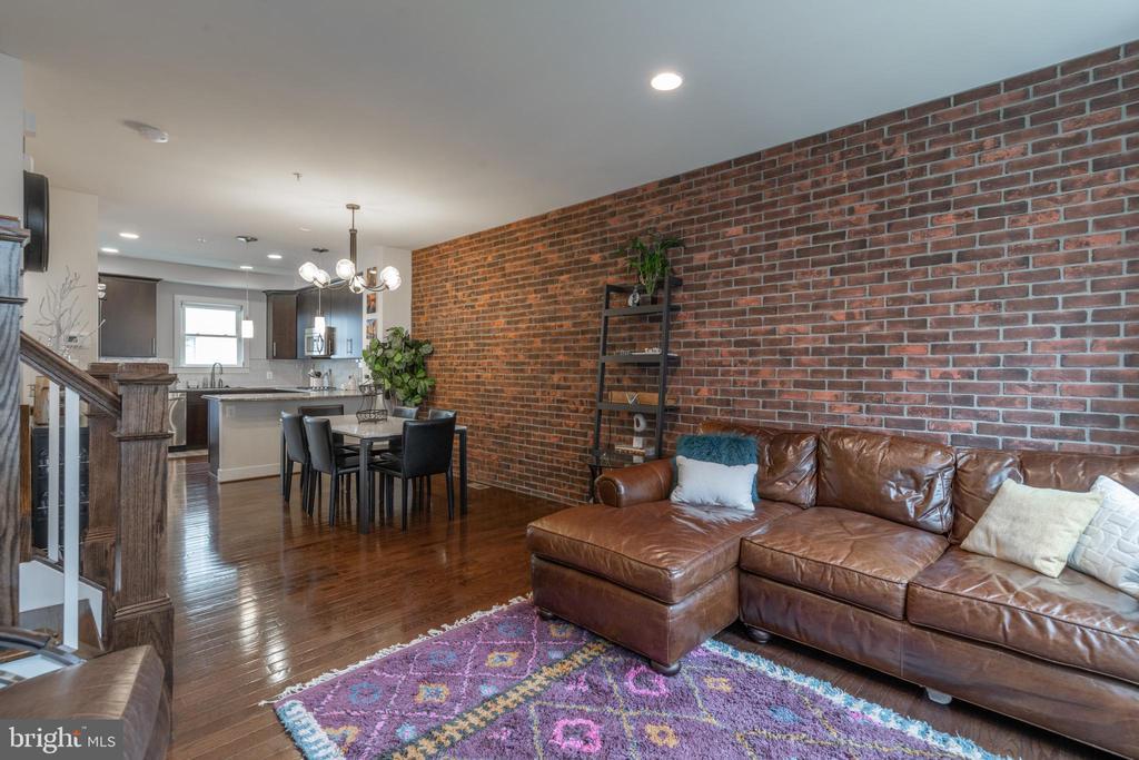Exposed brick veneer wall - 3049 CHANCELLORS WAY NE, WASHINGTON