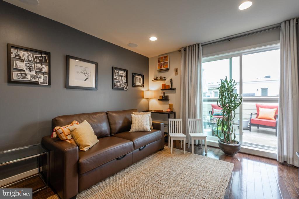 Top floor den/office area opens to roofdeck - 3049 CHANCELLORS WAY NE, WASHINGTON