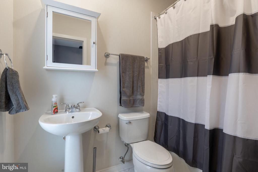 2nd bedroom has en suite bath - 3049 CHANCELLORS WAY NE, WASHINGTON