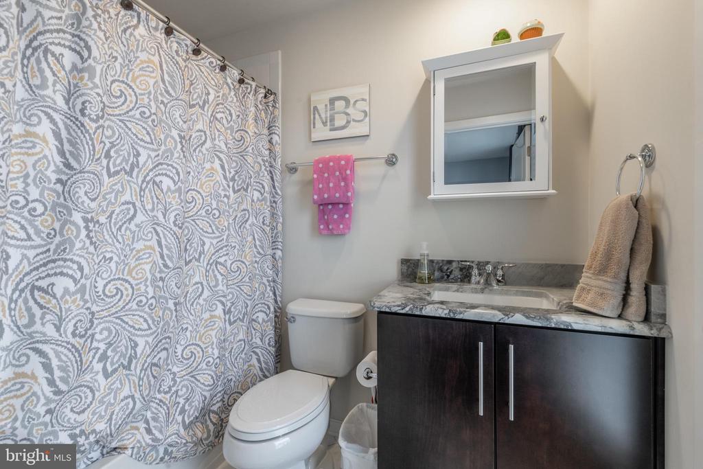 3rd bedroom en suite bath - 3049 CHANCELLORS WAY NE, WASHINGTON