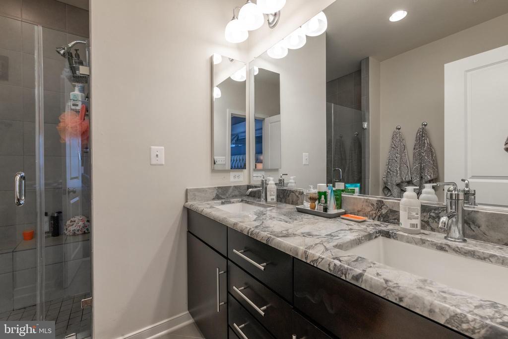 En Suite master bath - 3049 CHANCELLORS WAY NE, WASHINGTON