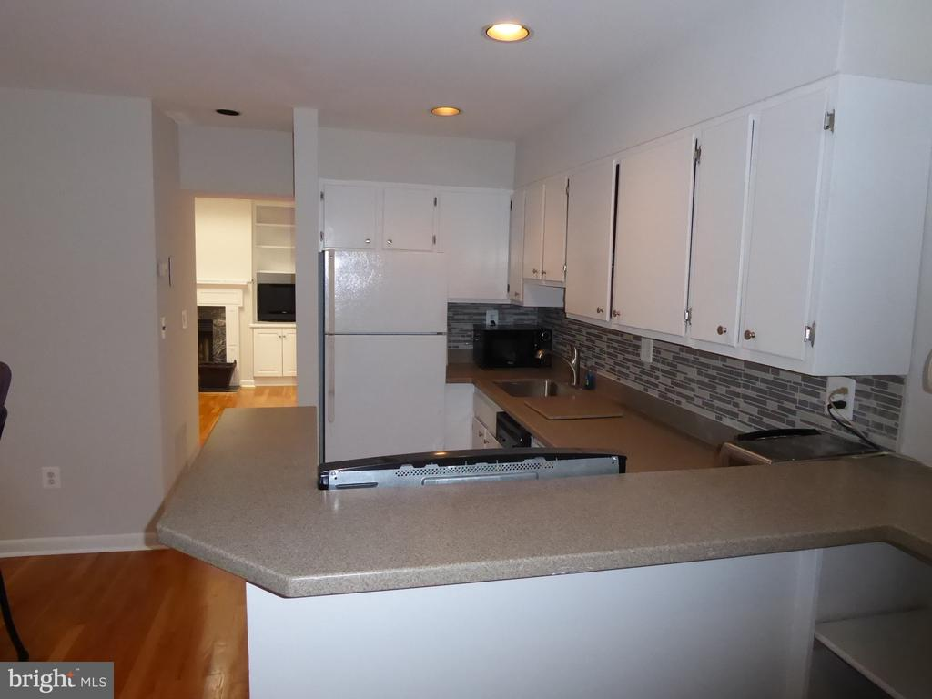 Kitchen with plenty of counter space - 1340 VERMONT AVE NW #6, WASHINGTON
