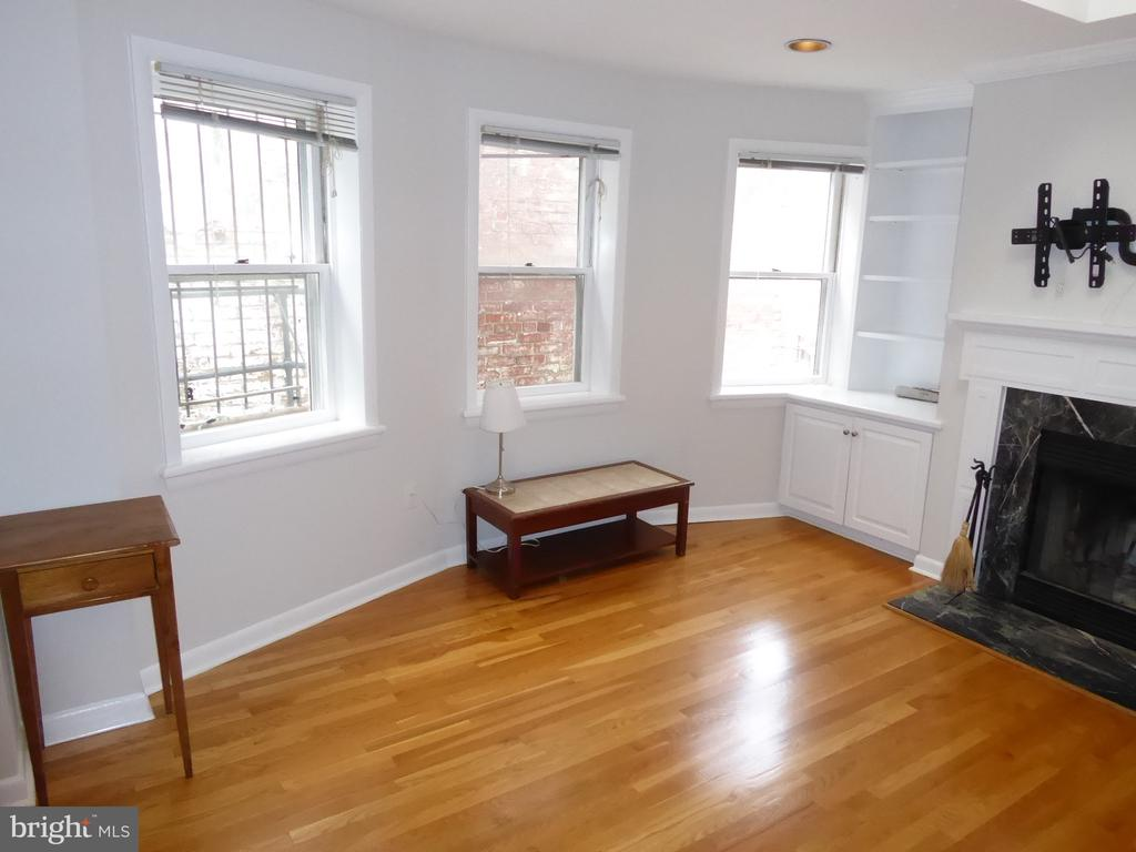 Living room- newly refinished floors - 1340 VERMONT AVE NW #6, WASHINGTON