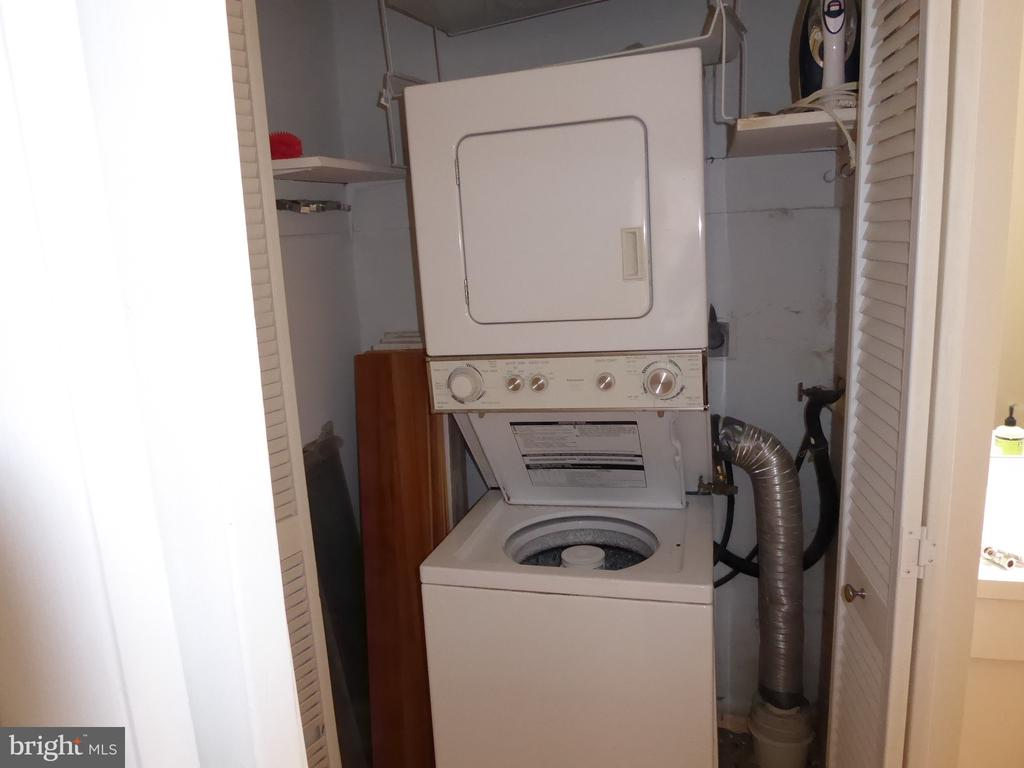 In unit washer/dryer - 1340 VERMONT AVE NW #6, WASHINGTON