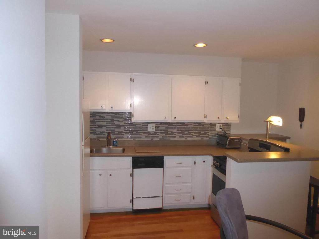 Kitchen with newly refinished floors - 1340 VERMONT AVE NW #6, WASHINGTON