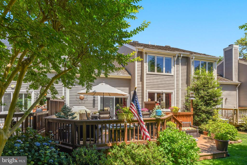 Surrounded By Trees and Sunshine - 11627 CHAPEL CROSS WAY, RESTON