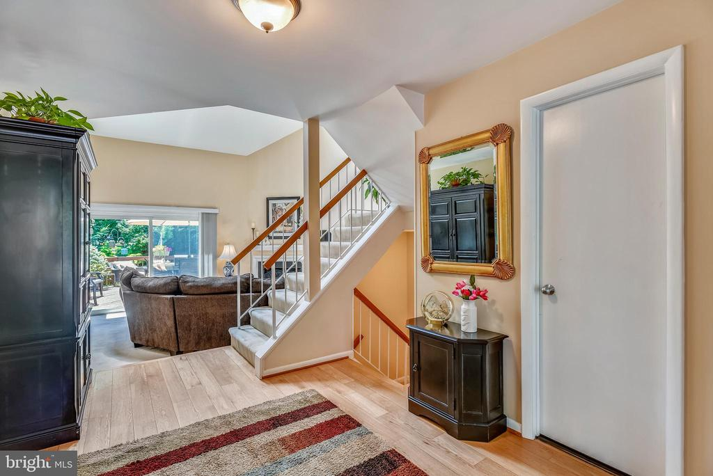 Bright and Welcoming Entry Foyer - 11627 CHAPEL CROSS WAY, RESTON