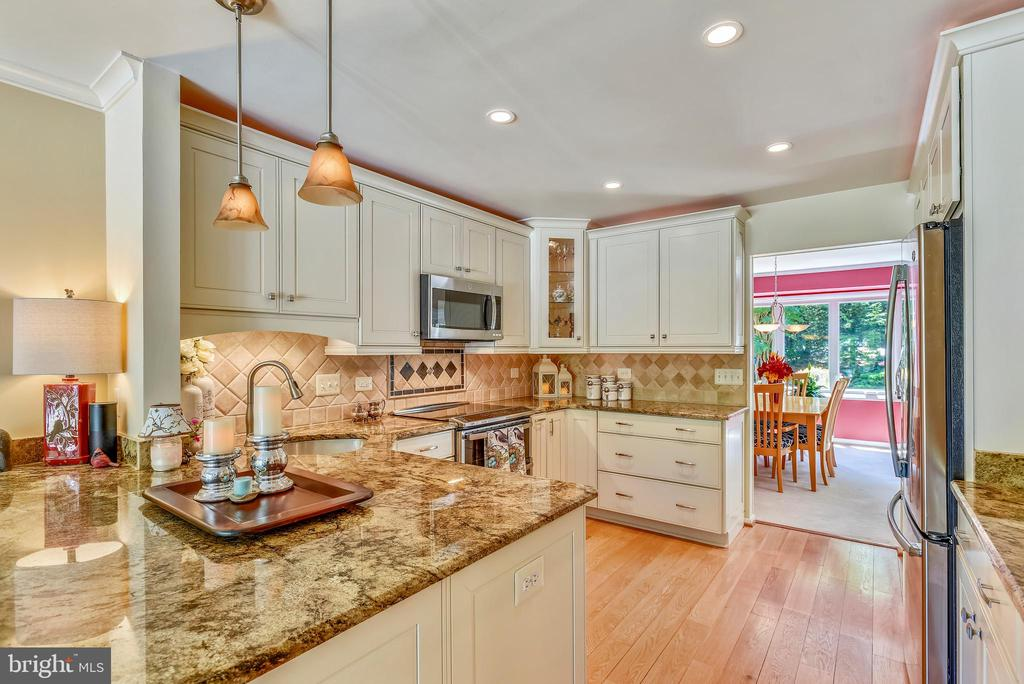 Gorgeous Remodeled Cook's Kitchen - 11627 CHAPEL CROSS WAY, RESTON