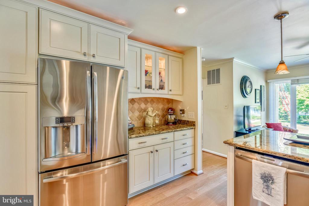 Spacious Kitchen with Butler's Pantry - 11627 CHAPEL CROSS WAY, RESTON